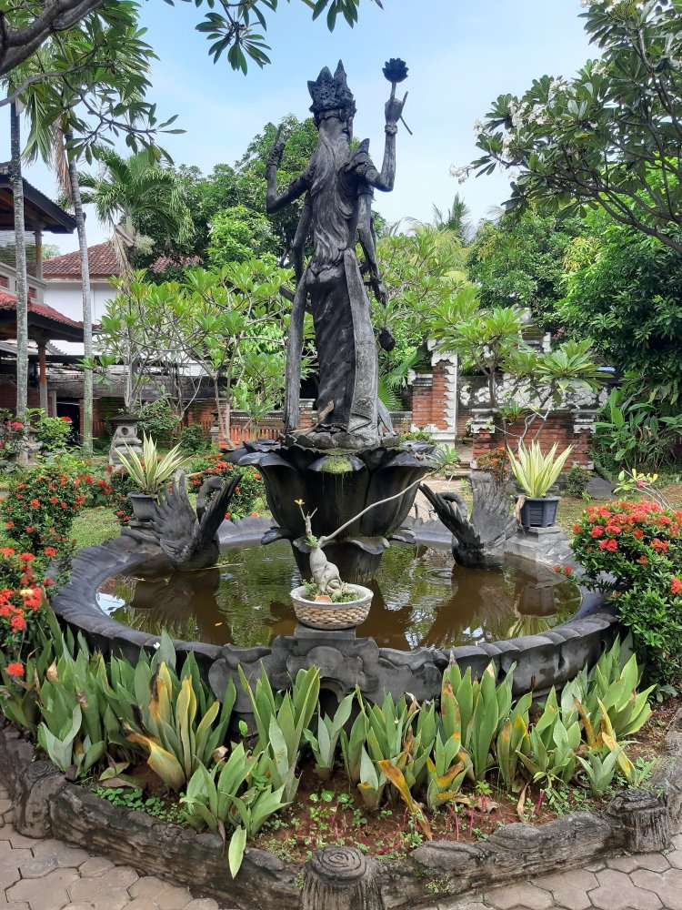 Statue in the garden of Puri Manik Sari in Lovina